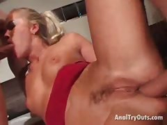 platinum blonde slut gets mouth