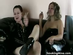 Brunette slut get her pussy licked while smoking