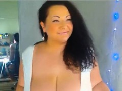 Sexy Curvy Huge Breast MILF Giving Dildo