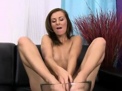 Lara Braun rinsing in piss and licking her feet