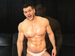 Sexy Muscle Man Drops Towel And Cums