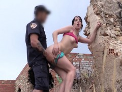 Policeman got mindblowing blowjob outdoors