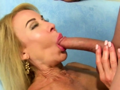 Sexy Mature Slut Gets Her Tits Sucked And She Gives A Nice